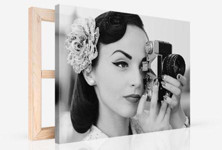 Canvas perspectief vrouw met camera in zwart wit