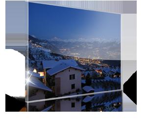 Foto op plexiglas 2_Voorbeeld met besneeuwde daken