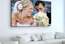 Fotomozaiek op canvas met bruidspaar boven zitbank